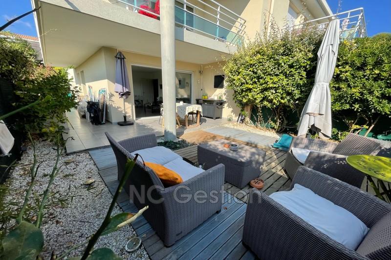 Photo Appartement Juan-les-Pins  Location appartement  3 pièces   64m²
