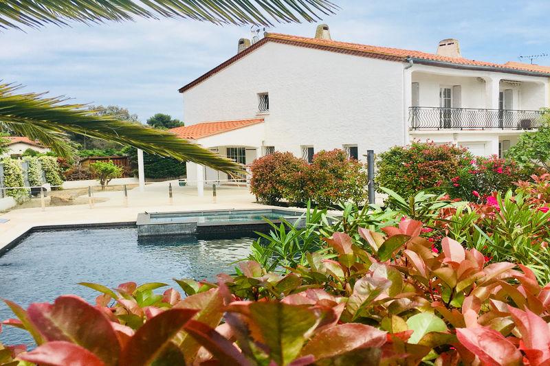 Villa Saint-Cyprien   achat villa  5 chambres   160m²