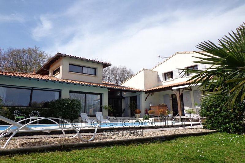 Photo Villa Breuillet   achat villa  6 chambres   280m²