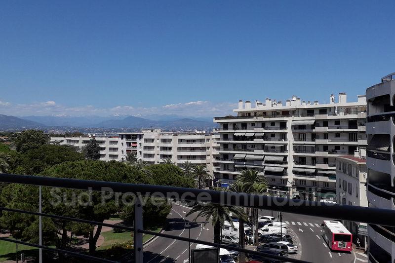 Appartement Antibes Centre-ville,  Location appartement  3 pièces   56m²