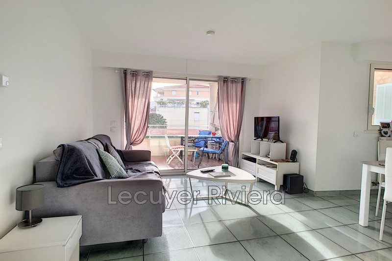 Photo Appartement Golfe-Juan Centre-ville,  Location appartement  2 pièces   42 m²