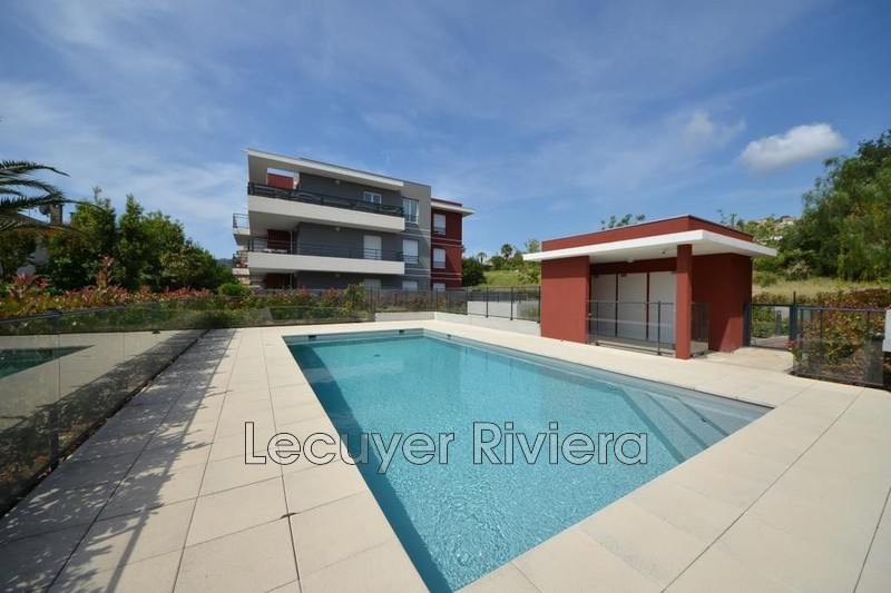 Photo n°1 - Location appartement Golfe-Juan 06220 - 1 525 €
