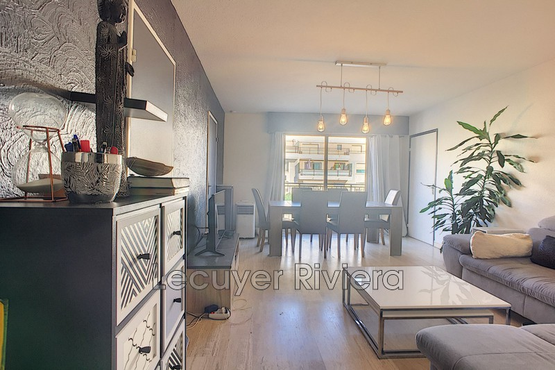 Photo Appartement Golfe-Juan Centre-ville,  Location appartement  1 pièce   32 m²
