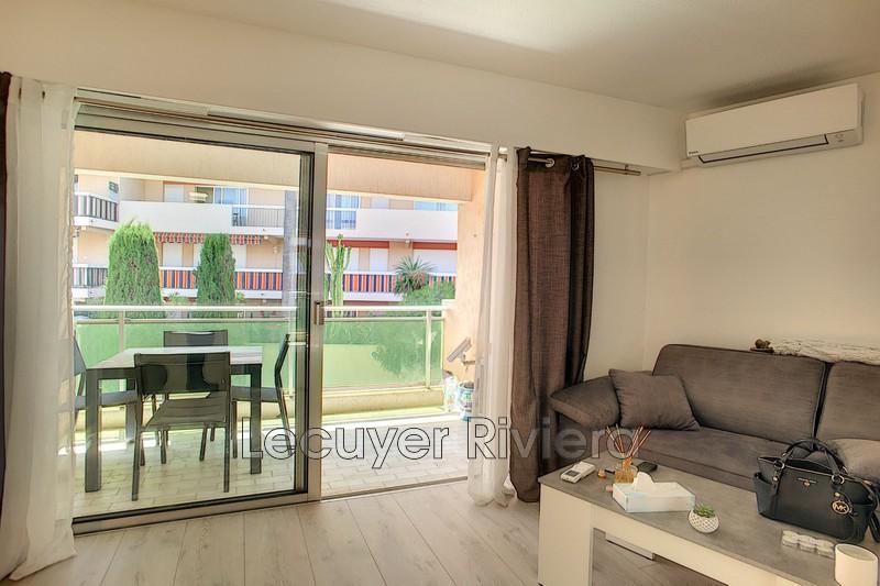 Photo Appartement Golfe-Juan Centre-ville,  Location appartement  1 pièce   22m²
