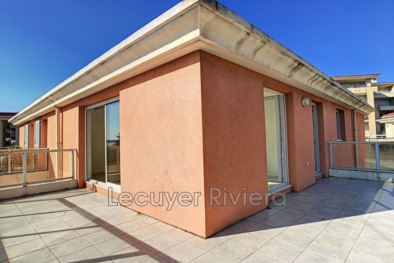 Photo Appartement Juan-les-Pins Centre-ville,  Location appartement  2 pièces   42m²