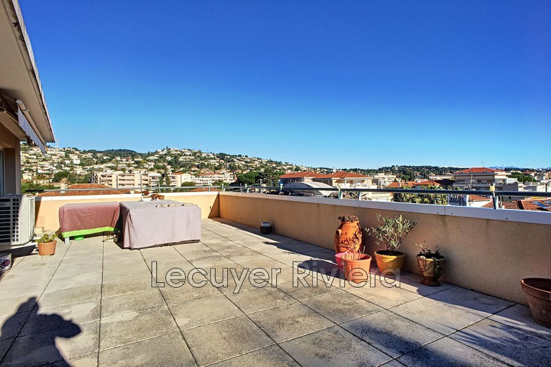 Photo Appartement Golfe-Juan Centre,  Location appartement  3 pièces   64 m²