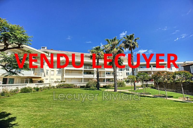 Photo Apartment Golfe-Juan Proche plages,   to buy apartment  3 rooms   67 m²