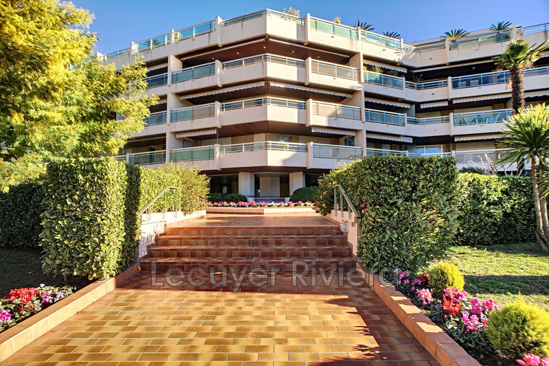 Photo Appartement Golfe-Juan Centre-ville,   achat appartement  1 pièce   27m²