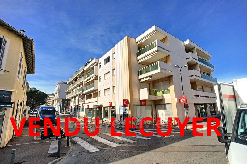 Photo Apartment Golfe-Juan Centre-ville,   to buy apartment  2 rooms   50 m²