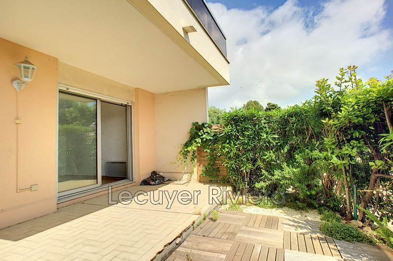 Photo Apartment Golfe-Juan Proche plages,   to buy apartment  2 rooms   40m²