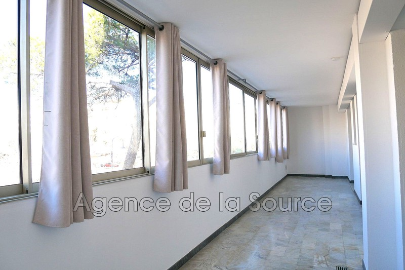 Photo Appartement Cannes Place de l'etang,  Location appartement  3 pièces   55 m²