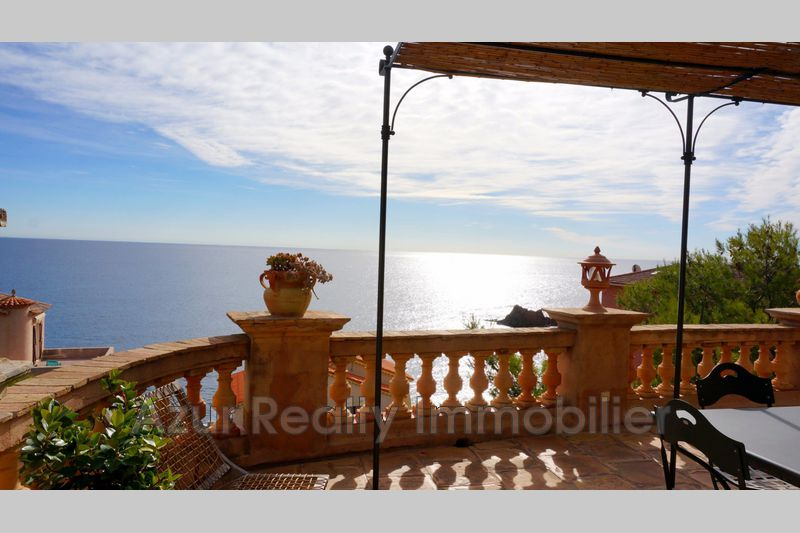 Photo Villa Saint-Raphaël Bord de mer,   to buy villa  4 bedrooms   176 m²