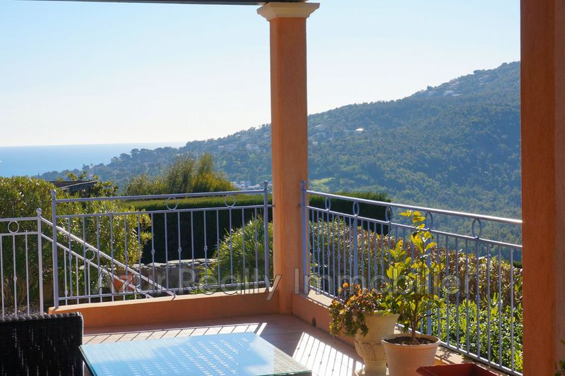 Villa Les Issambres Bord de mer,   to buy villa  4 bedrooms   165 m²