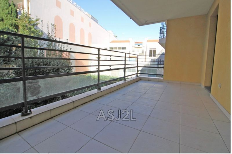 Photo n°3 - Vente appartement Cannes 06400 - 247 000 €
