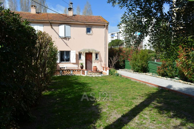 Photo n°1 - Vente maison Cannes-la-Bocca 06150 - 375 000 €