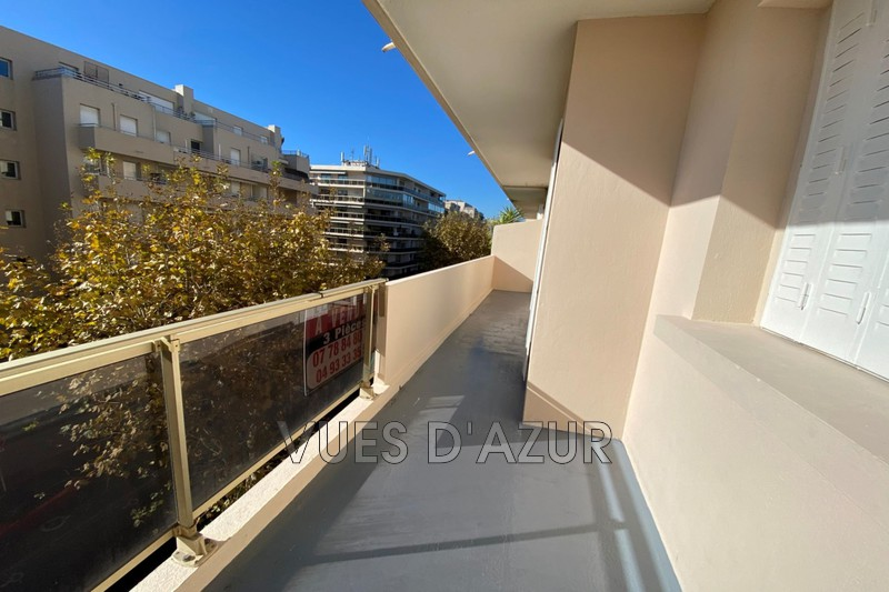 appartement  4 rooms  Juan-les-Pins Downtown  70m² -