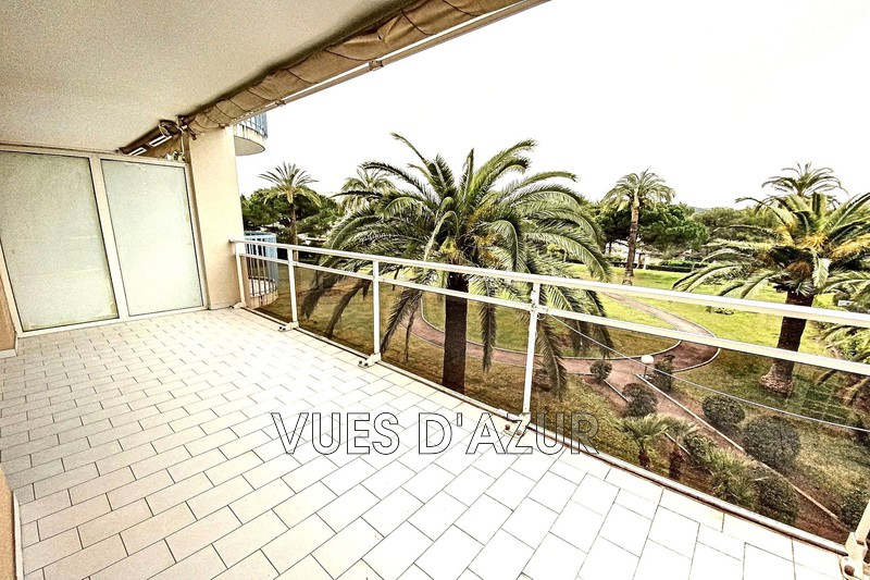 appartement  3 pièces  Antibes Combes  70 m² -