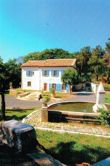 Villa Le Muy Le muy,  Location villa  3 chambres   250m²