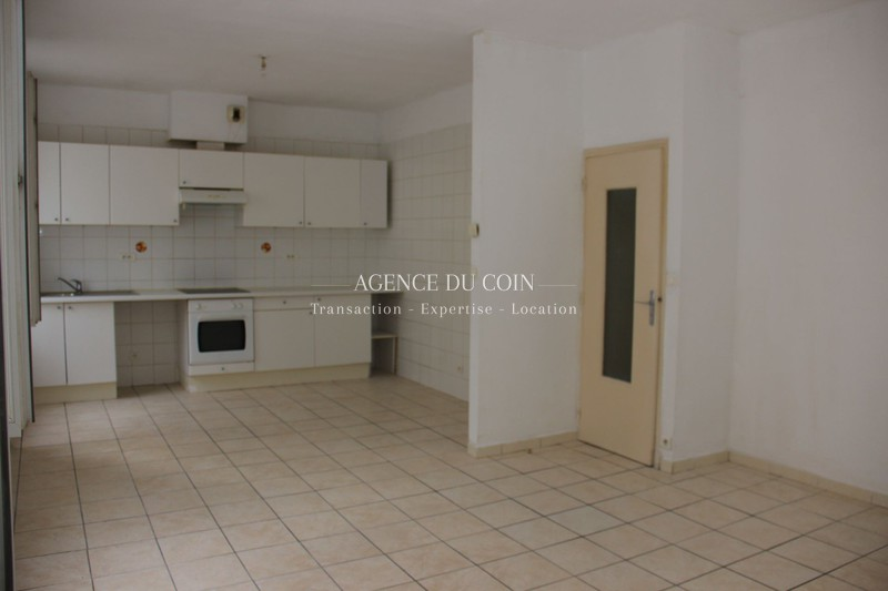 Photo Appartement Le Muy Centre-ville,  Location appartement  3 pièces   65 m²