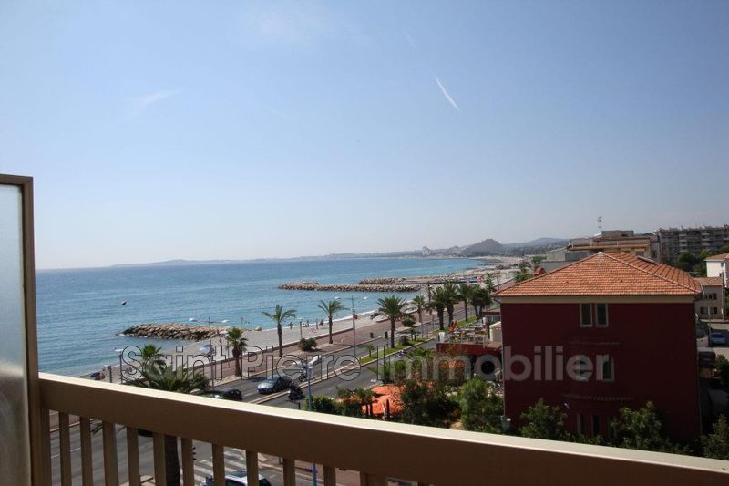 Photo Appartement Cagnes-sur-Mer Front de mer,  Location appartement  1 pièce   31m²