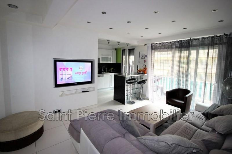 Photo Appartement Cagnes-sur-Mer Centre-ville,  Location appartement  3 pièces   67m²