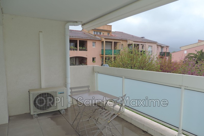 Photo Appartement Cogolin Centre-ville,  Location appartement  3 pièces   55 m²
