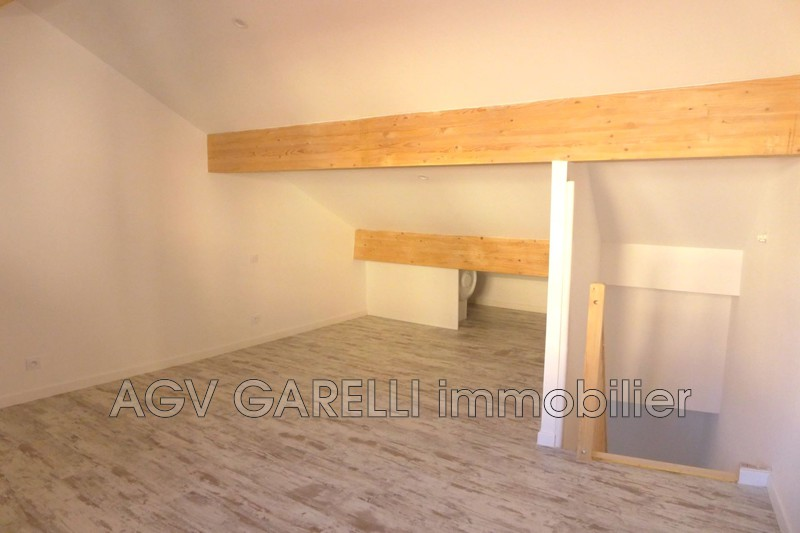 Photo n°2 - Location appartement Hyères 83400 - 630 €