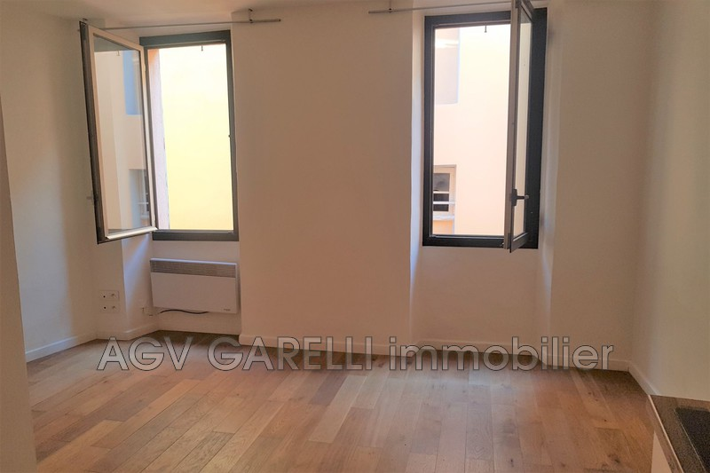Photo n°1 - Location appartement Hyères 83400 - 420 €