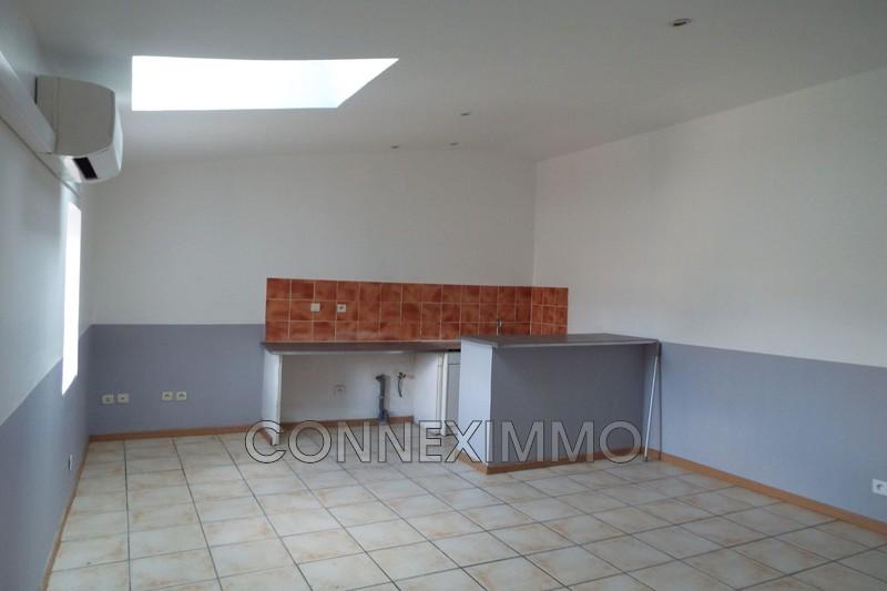Photo Appartement Milhaud  Location appartement  2 pièces   35m²