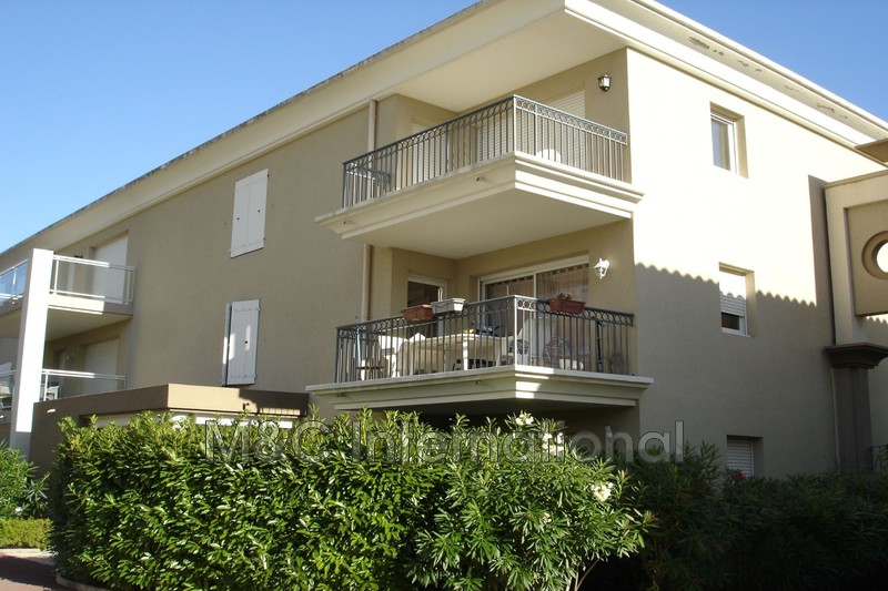 Photo Appartement Juan-les-Pins  Location appartement  2 pièces   40 m²