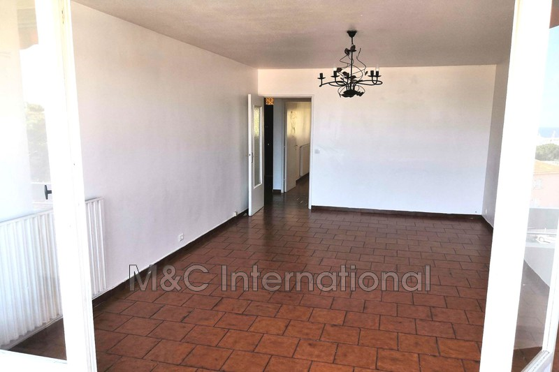 Photo Appartement Antibes  Location appartement  3 pièces   65 m²
