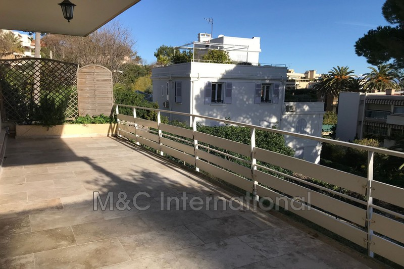 Photo Apartment Antibes Bord de mer,   to buy apartment  2 rooms   60 m²