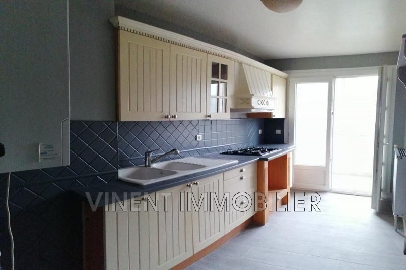 Photo Appartement Montélimar  Location appartement  4 pièces   66 m²
