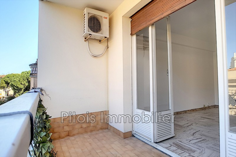 appartement  3 rooms  Juan-les-Pins Downtown  67 m² -