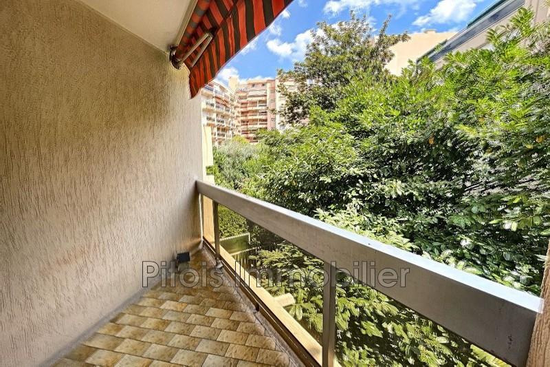 appartement  2 pièces  Juan-les-Pins Commerces  57m² -