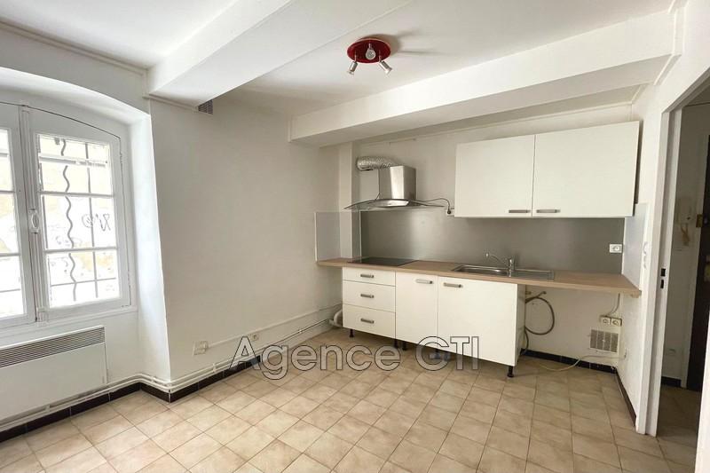 Photo n°1 - Location appartement Hyères 83400 - 470 €