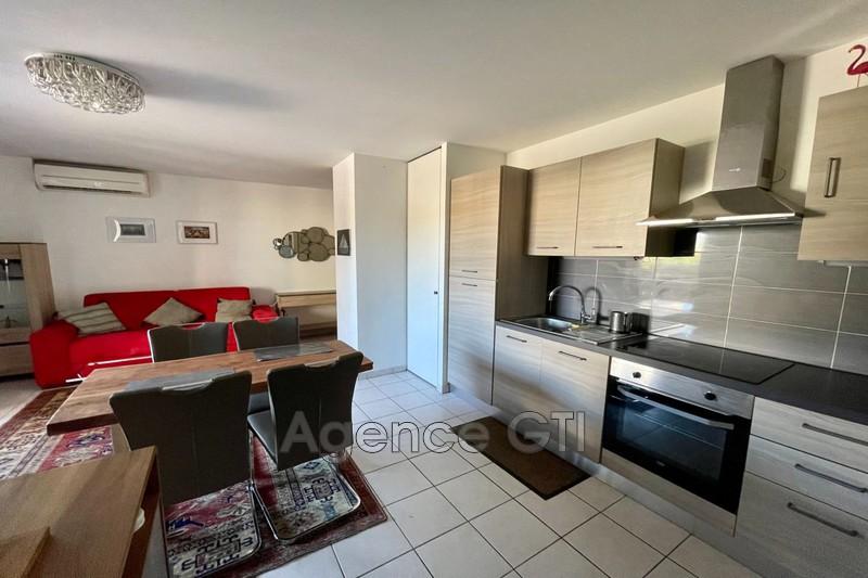 Photo n°1 - Location appartement Hyères 83400 - 750 €