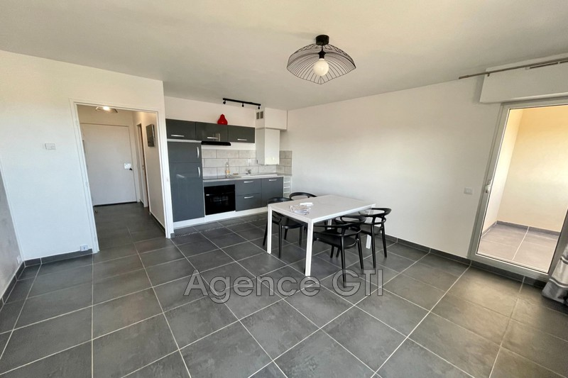 Photo n°1 - Location appartement Hyères 83400 - 571 €