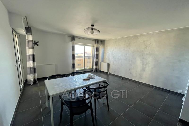 Photo n°2 - Location appartement Hyères 83400 - 571 €