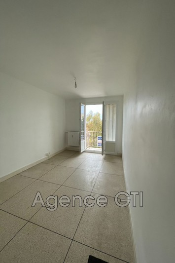 Photo n°2 - Location appartement Hyères 83400 - 861 €