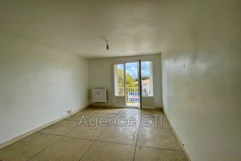 Photo n°1 - Location appartement Hyères 83400 - 861 €