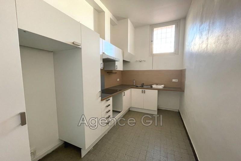 Photo n°1 - Location appartement Hyères 83400 - 680 €