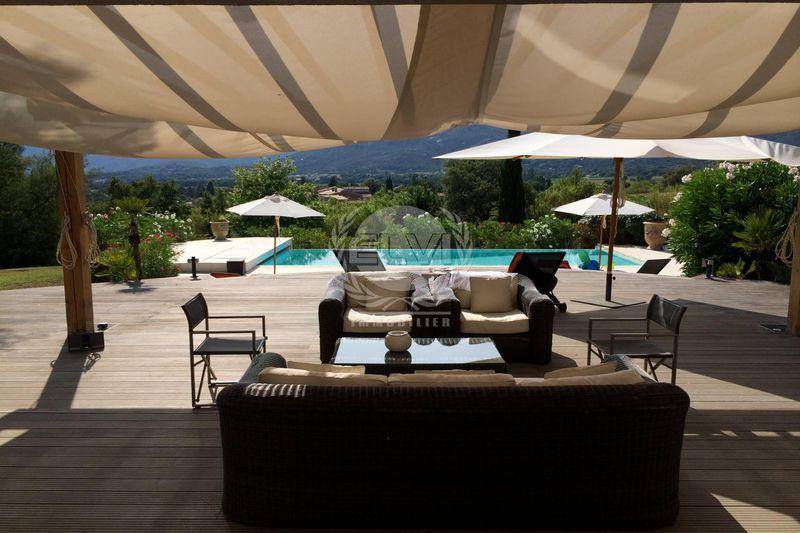 Villa Le Plan-de-la-Tour  Location saisonnière villa  6 chambres   210m²