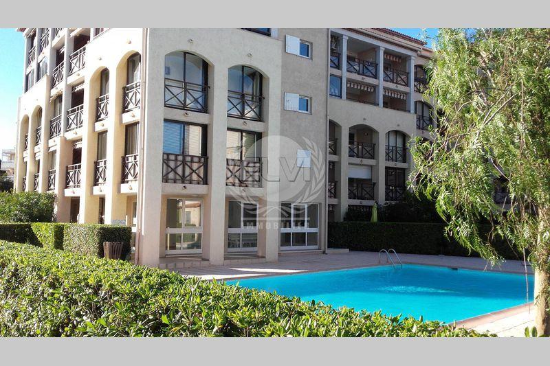 Photo Apartment Sainte-Maxime  Vacation rental apartment  1 room   28m²