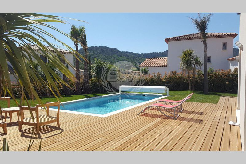 Villa Le Plan-de-la-Tour  Vacation rental villa  3 bedrooms   117 m²