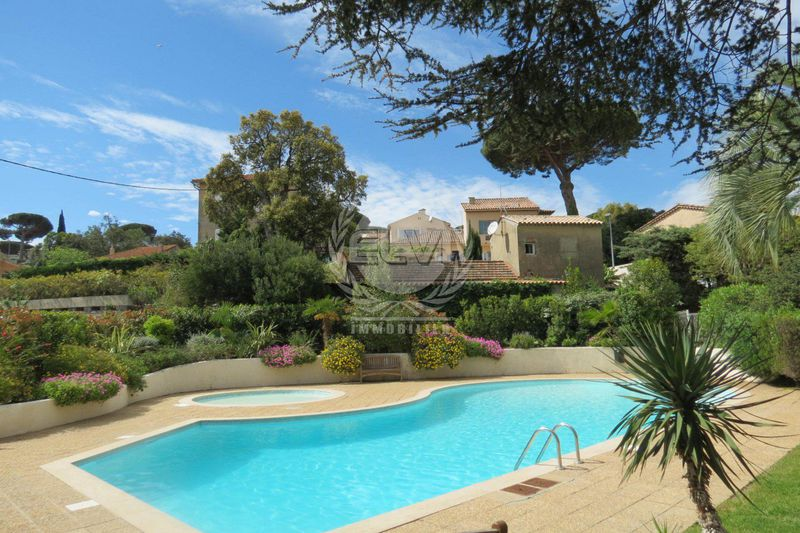 Photo Villa Sainte-Maxime   to buy villa  4 bedrooms   110 m²