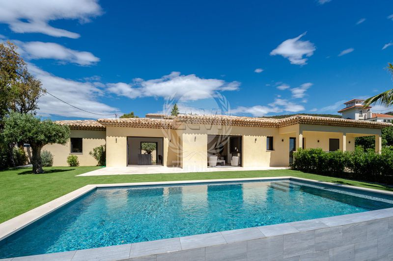 Villa Grimaud   to buy villa  4 bedrooms   270 m²