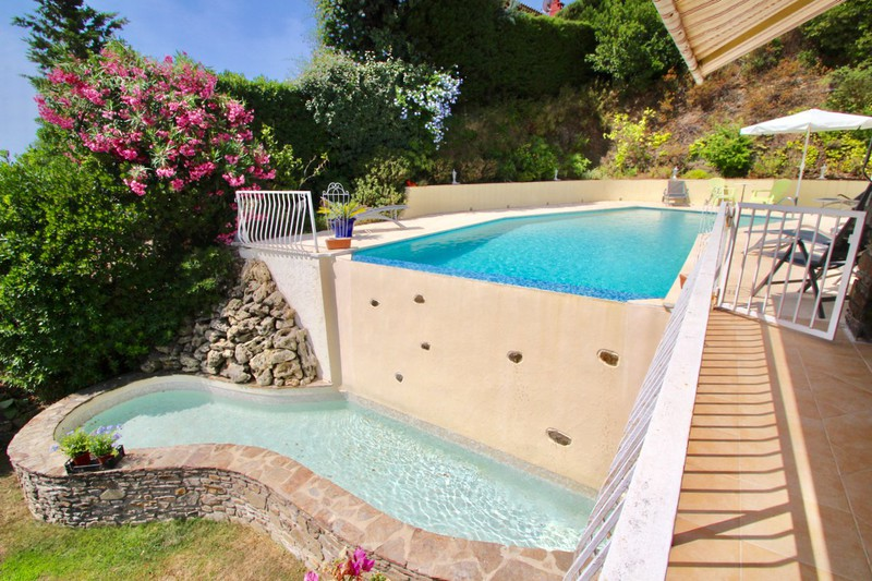 Villa La Croix-Valmer   to buy villa  3 bedrooms   136 m²