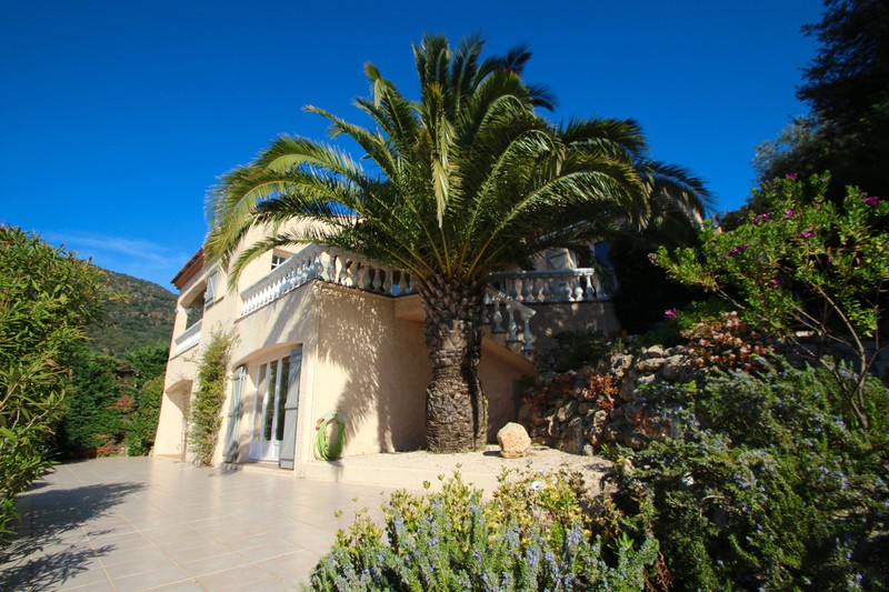 Villa Cavalaire-sur-Mer   to buy villa  6 rooms