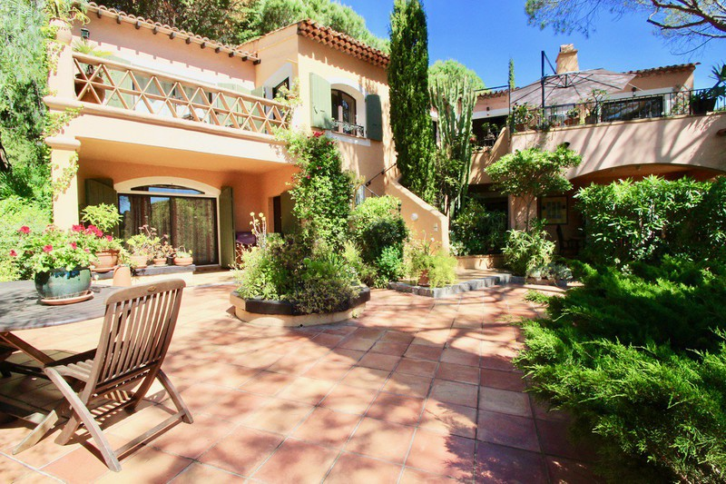 Photo Villa La Croix-Valmer   achat villa  8 pièces   230m²